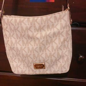 Michael Kors Bags - MIchael Kors Crossbody Handbag.